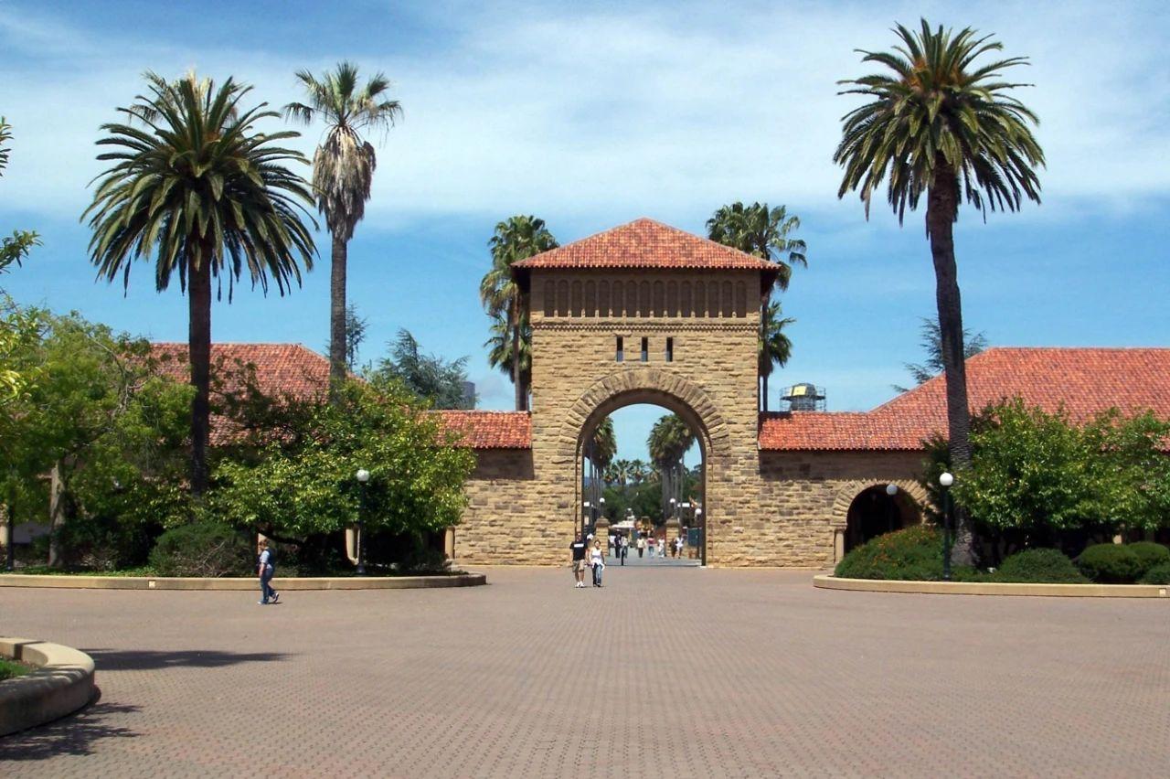 斯坦福创立与哈佛有关?哈佛家训与图书馆训诫竟然是假的!美国大学的那些流言,是真的吗?