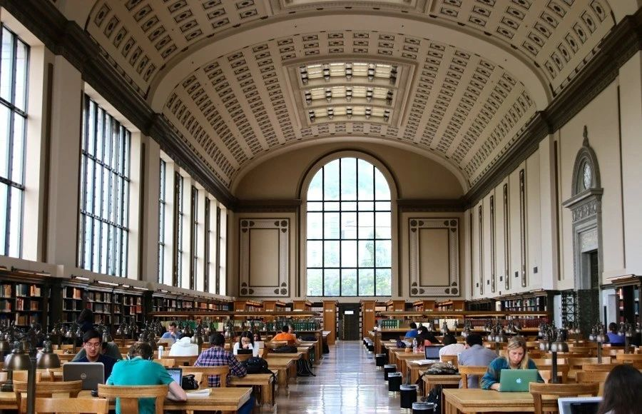 在UCB就读是一种怎样的体验?学习压力/校园设施/教授授课/实习/转专业情况介绍