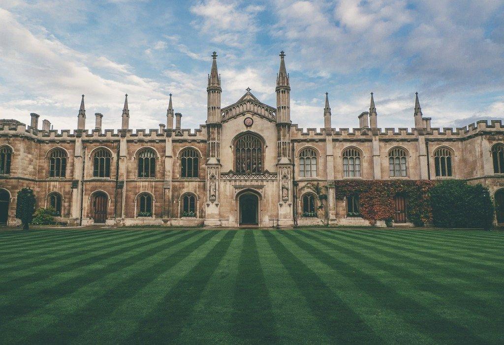 AP体系学生申请英国本科大学,有哪些要求?申请牛津/剑桥等G5超级精英大学,AP/SAT/托福/雅思需要多少分?